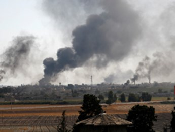 Smoke rises over the Syrian town of Tal Abyad amid Turkish bombardments, October 10 (Reuters/Murad Sezer)